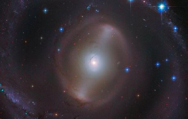 Hubble сделал снимок галактики с новорожденными звездами