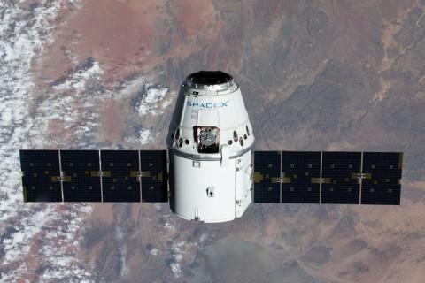 Грузовой корабль Cargo Dragon стыковался с МКС