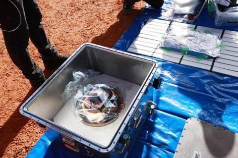 В капсуле из космоса ученые обнаружили черные песчинки