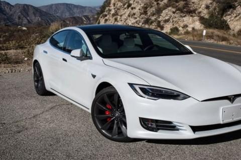 Служба дорожной безопасности США потребовала от Tesla отозвать почти 160 тыс. электрокаров