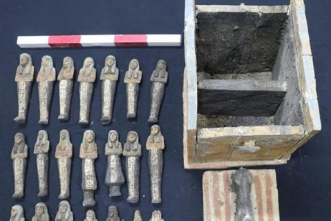 В Египте археологи нашли древние артефакты: гробы и фрагмент Книги мертвых