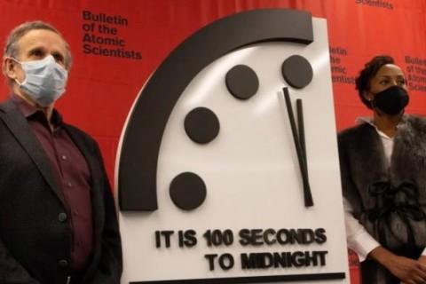 Ученые заявили, что мир ближе всего к катастрофе и выставили Часы Судного дня