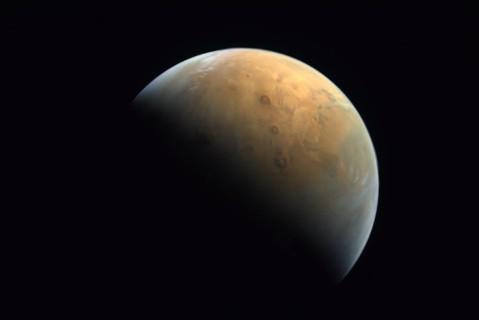 В ОАЭ показали первые фото Марса с зонда