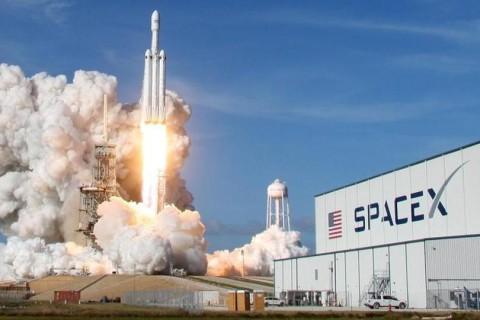 SpaceX запустила ракету-носитель с 60 спутниками