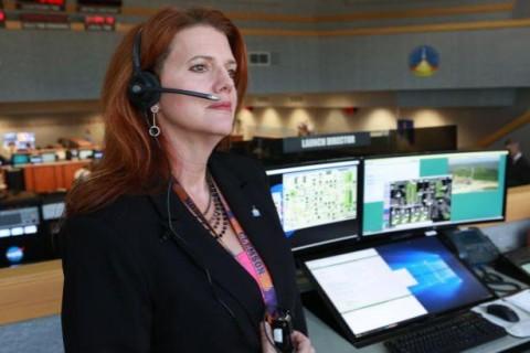 NASA отправит на Луну первую женщину в ближайшие десять лет