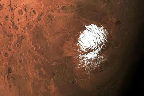 Ученые обнаружили на Марсе древнее загадочное озеро