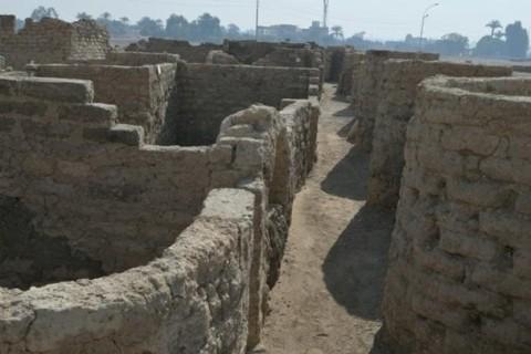 В Египте археологи обнаружили затерянный в песках город возрастом более трех тысяч лет