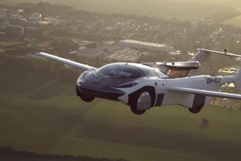 В Словакии летающий автомобиль совершил перелет между городами