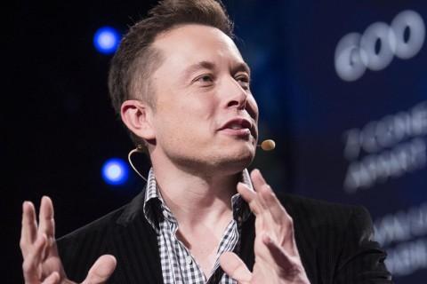 Илон Маск первым в мире установит рекламный щит в космосе