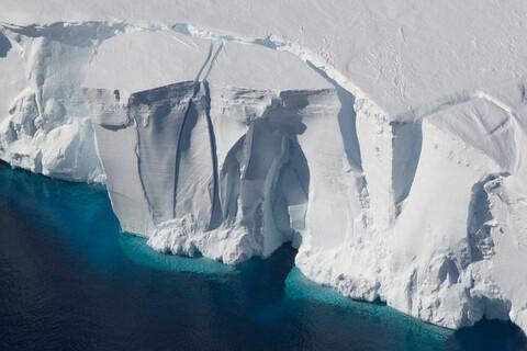 Ученые нашли вирусы возрастом 15 тыс. лет в ледниках Китая