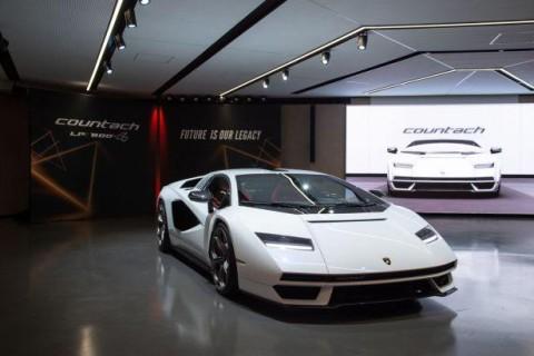 Lamborghini возродила легендарный Countach
