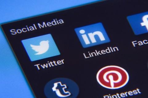 Twitter позволит пользователям самим искать фейки