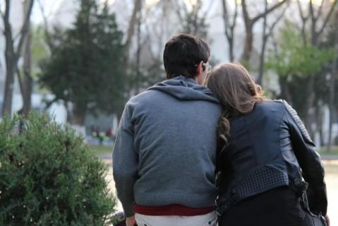 Ученые выяснили, почему люди в отношениях набирают вес