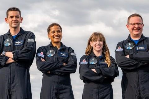SpaceX запустит в космос первый гражданский экипаж
