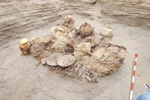В Перу во время ремонтных работ обнаружили древнее захоронение