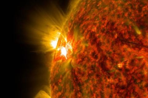 К солнцу наближаеться самая большая из обнаруженных комет