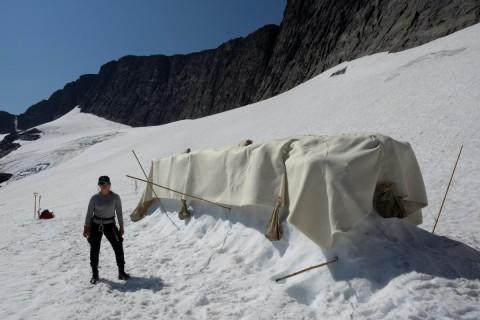 В Швеции экоактивисты укрыли ледник специальным